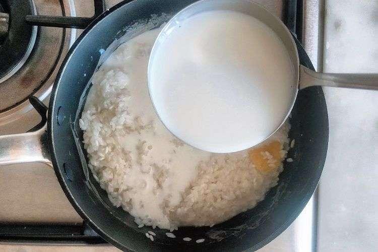 Adicione o leite ao arroz