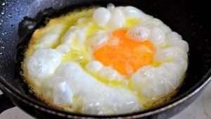 ovo frito ou ovo estrelado