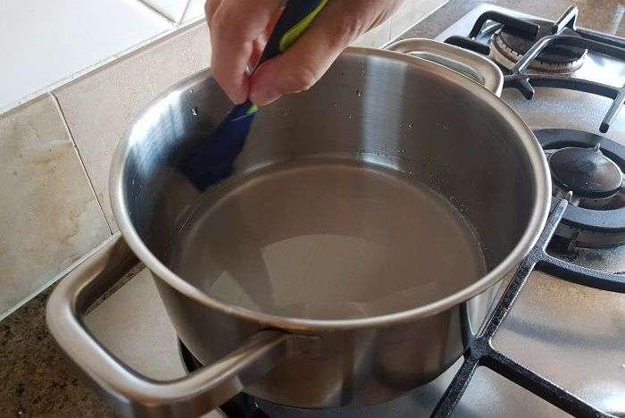 Recomendamos a limpeza das laterais da panela para evitar a cristalização do açúcar