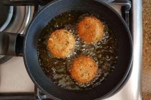 falafel fritando