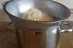 arroz integral drenagem da água