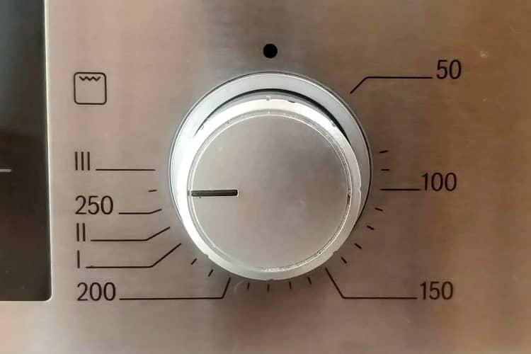 preaqueca o forno a 250 graus Celsius