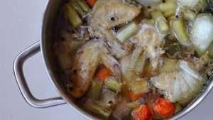 receita de caldo de galinha ou caldo de frango