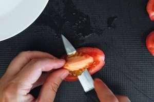 retire as sementes do tomate