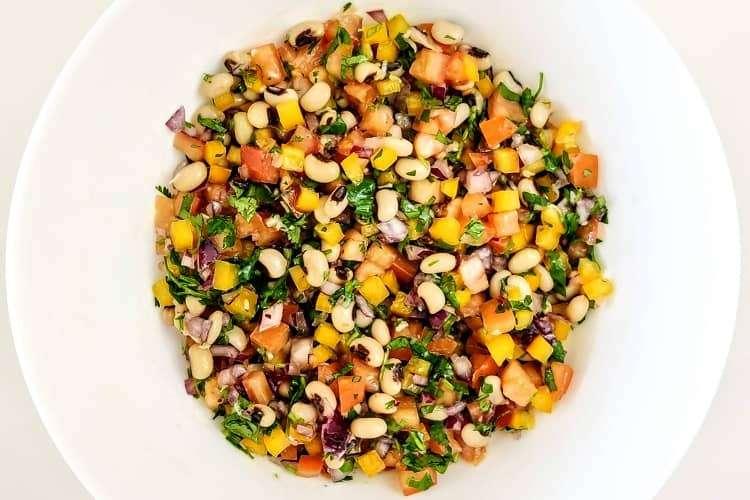 salada de feijão-fradinho