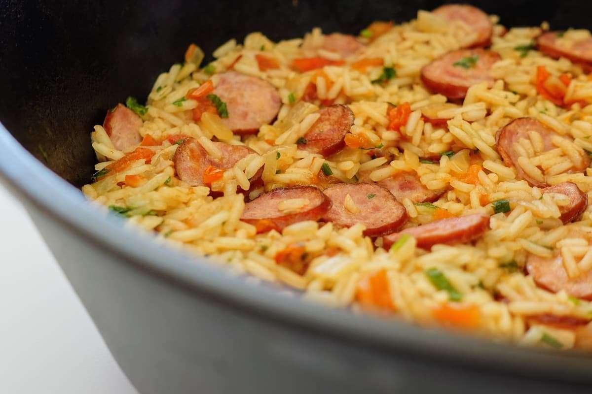 arroz com linguiça